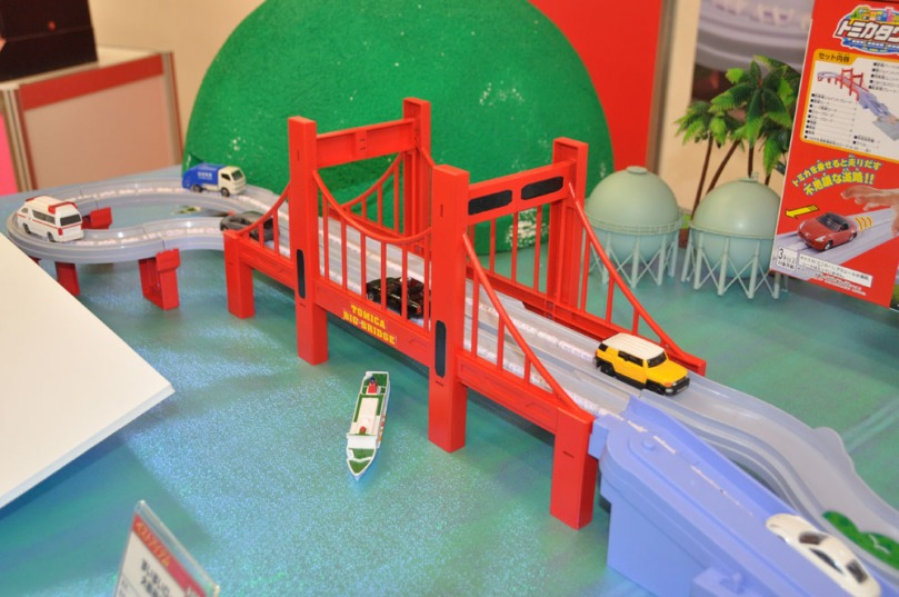 Tomica Big Red Bridge